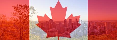 Флаг дня Канады с кленовым листом на предпосылке города Монреаля Красный канадский символ над зданиями городка Монреаля на Канаде иллюстрация штока