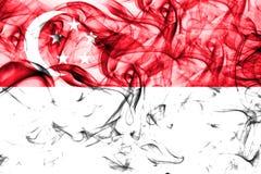 Флаг дыма Сингапура на белой предпосылке Стоковая Фотография