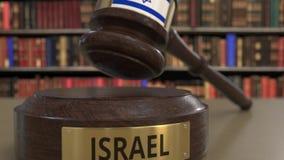 Флаг Израиля на падая молотке судей в суде Национальная 3D анимация правосудия или подсудности родственная схематическая видеоматериал