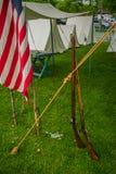 Флаг и винтовки эры гражданской войны стоковое фото rf