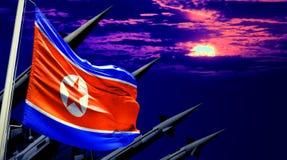Флаг и ядерные ракеты Корейской Северной Кореи на предпосылке неба захода солнца стоковая фотография rf
