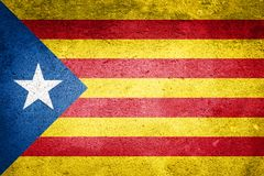 Флаг Каталонии независимости на предпосылке текстуры стены Стоковые Фотографии RF