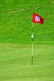 Флаг на поле для гольфа Стоковая Фотография