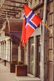 Флаг Норвегия на здании в Киеве стоковая фотография rf