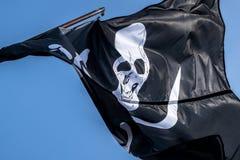 Флаг пирата в ветре Стоковая Фотография RF