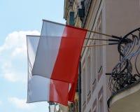 Флаг Польши на балконе стоковые изображения