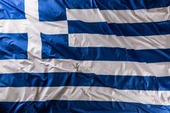 Флаг развевая в ветре - верхняя часть Греции взгляда стоковое изображение rf