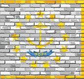 Флаг Род-Айленда на кирпичной стене Стоковые Фотографии RF