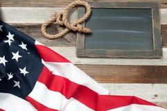 флаг США Американский флаг на деревянной предпосылке Стоковое фото RF