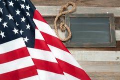 флаг США Американский флаг на деревянной предпосылке Стоковое Изображение RF