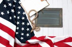 флаг США Американский флаг на деревянной предпосылке Стоковые Изображения