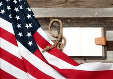флаг США Американский флаг на деревянной предпосылке Стоковая Фотография RF