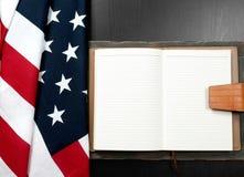 флаг США Американский флаг на деревянной предпосылке Стоковые Фотографии RF