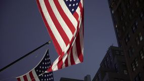 Флаг США вечером сток-видео