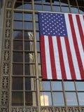 Флаг США и здание в Кливленд, Огайо Стоковые Фото
