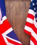 Флаг США и предпосылка флага Великобритании Стоковая Фотография RF