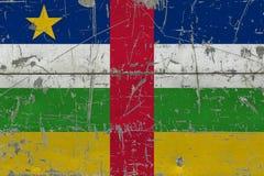 Флаг Центральноафриканской Республики Grunge на старой поцарапанной деревянной поверхности Национальная винтажная предпосылка стоковые изображения