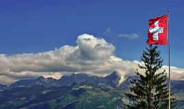 Флаг Швейцарии и гор Альпов Стоковые Фото
