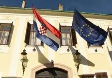 Флаг EC и хорватский флаг на хорватском правительстве строя Vlad Стоковое фото RF