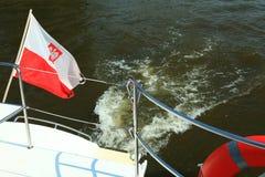 Флаг Ensign Польша польский на море яхты Стоковое Изображение RF