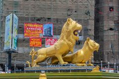 Фланк крупного плана западный золотой карусели львов, Sihanoukville Камбоджи стоковая фотография rf