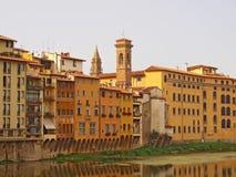 Флоренс. Дома вдоль River Arno стоковая фотография rf