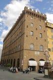 Флоренс, Италия - 03,2017 -го сентябрь: Красивое здание в голубом небе и облаке на городе Флоренс стоковые изображения