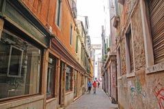 Флоренс, Италия - 03,2017 -го сентябрь: Красивые и красочные дома на городе Венеции с голубым небом и облаком стоковое изображение