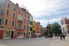 Флоренс, Италия - 03,2017 -го сентябрь: Красивые и красочные дома на городе Венеции с голубым небом и облаком стоковая фотография rf