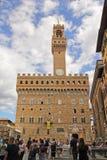 Флоренс, Италия - 03,2017 -го сентябрь: Красивый квадрат Della Signoria аркады в голубом небе и облаке стоковое изображение rf