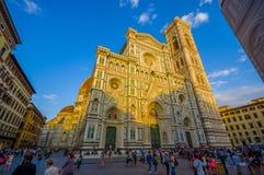 ФЛОРЕНС, ИТАЛИЯ - 12-ОЕ ИЮНЯ 2015: Santa Maria del Fiore, имя собора Флоренса, фронта этого здания Стоковое Изображение