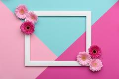 Флористическая квартира кладет поздравительную открытку картин минимализма геометрическую Счастливая концепция дня ` s матери Стоковое Изображение RF