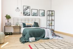 Флористическая спальня с плакатами листьев Стоковое Фото