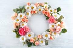 Флористический венок на предпосылке Стоковое Фото