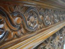 Флористический высекать на шкафах древесины teak Стоковые Изображения RF