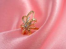 флористическое золотистое кольцо Стоковое Изображение