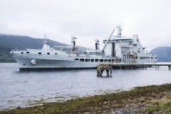 Флот серого линкора великобританский королевский состыковал на военноморском основании в Шотландии стоковые фотографии rf