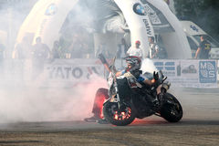 Фокусы Narcis Roca с мотоциклом Стоковые Изображения RF