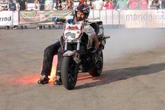 Фокусы Narcis Roca с мотоциклом Стоковое Изображение