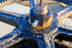 Фокус клапана воды колес шестерни отборный с малой глубиной поля Стоковое Изображение RF