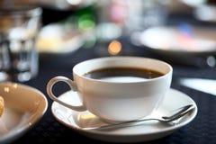 фокус чашки americano отмелый Стоковая Фотография