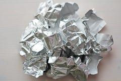 фольга Предпосылка скомканная металлом Серая или серебряная предпосылка стоковые изображения rf
