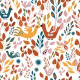 Фольклорные оранжевые зеленые листья желтых и красного цвета и повторение птиц seameless иллюстрация штока