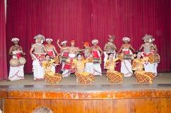 Фольклорные танцульки в местном месте театра. стоковая фотография rf