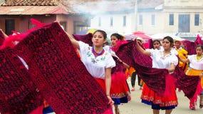 Фольклорные эквадорские танцоры на параде, эквадор стоковое изображение rf