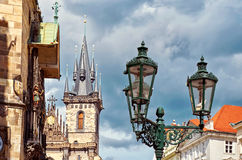 Фонарики на предпосылке башни в Праге Стоковое Изображение