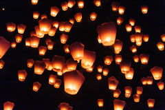 Фонарики неба в фестивале фонарика Стоковые Изображения