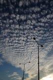 Фонарики улицы и голубое небо стоковое фото rf