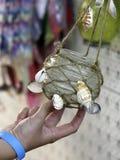 Фонарик в руке Оформление приём гостей в саду Стоковая Фотография