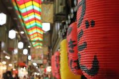 Фонарик в рынке Nishiki - Киото Стоковое Фото